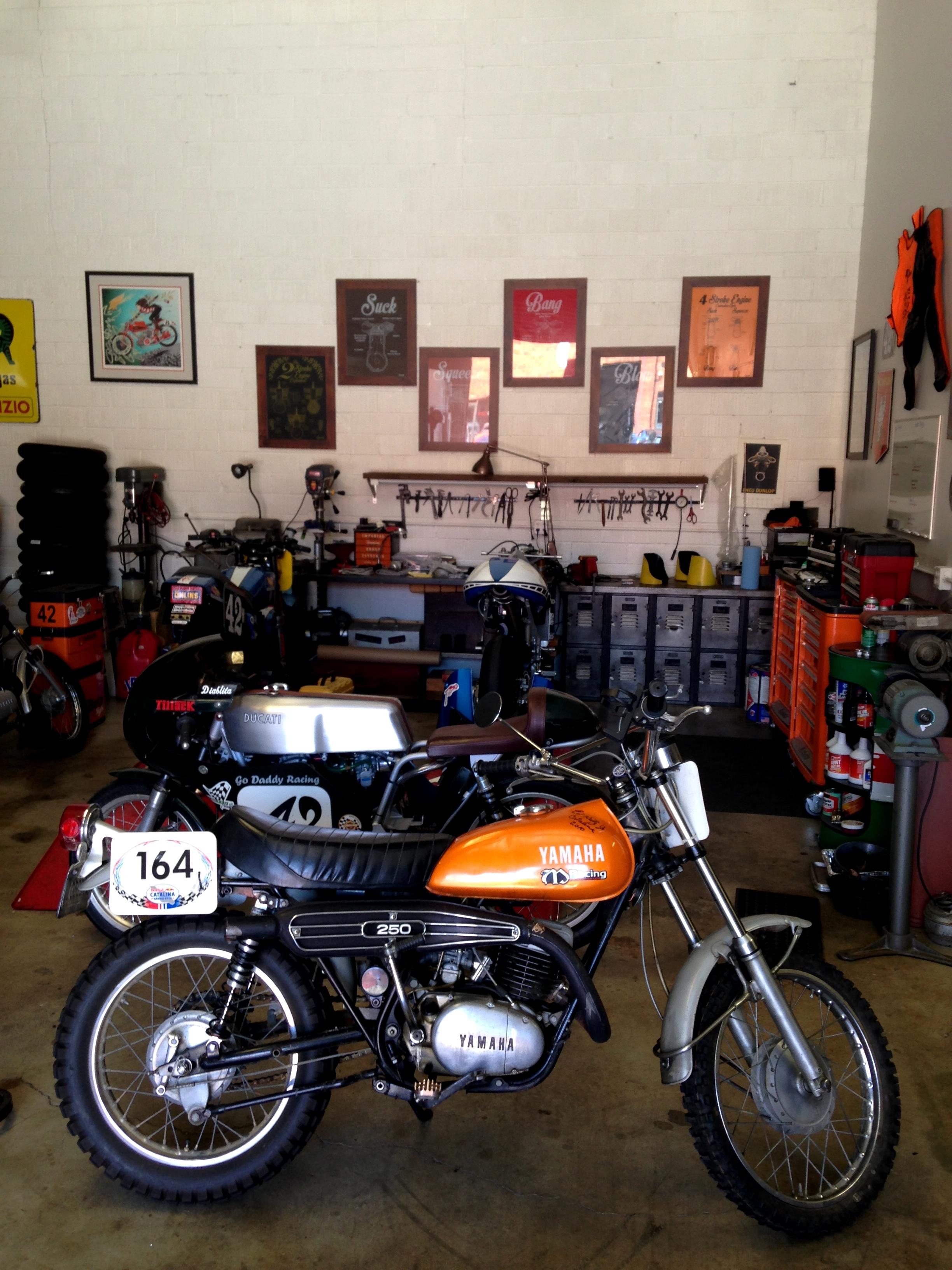Vintage motorcycle garage rental helmets n 39 heels - American motorbike garage ...